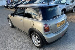 mini-hatch-2008-5886226-10_800X600