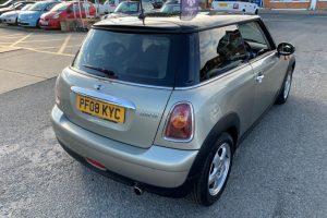 mini-hatch-2008-5886226-12_800X600