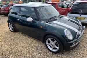 mini-hatch-2001-6097984-11_800X600