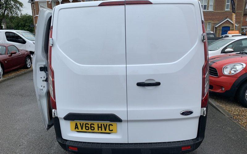2016-ford-transit-custom-290-lr-p-v-panel-van-diesel-manual-6167425-10_800X600