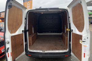 ford-transit-custom-2016-6167425-5_800X600