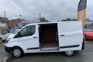 ford-transit-custom-2016-6167425-7_800X600