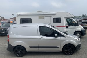 ford-transit-courier-2016-6231898-2_800X600