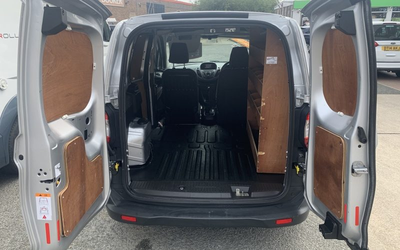 ford-transit-courier-2016-6231898-9_800X600